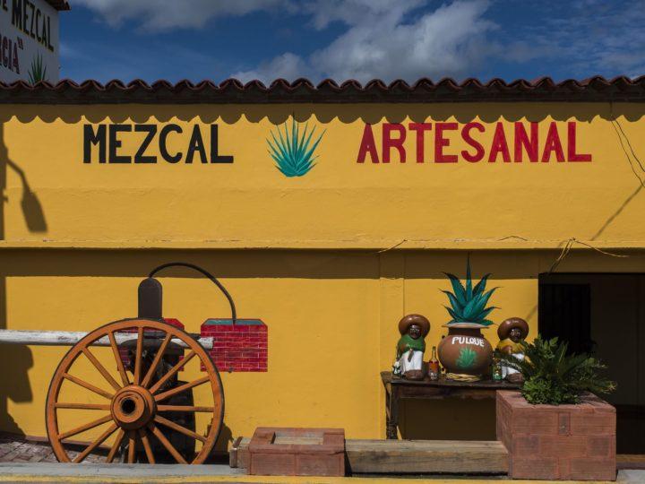 The Guardian: No lo llames mezcal: México puede obligar a los productores artesanales a usar un nuevo nombre